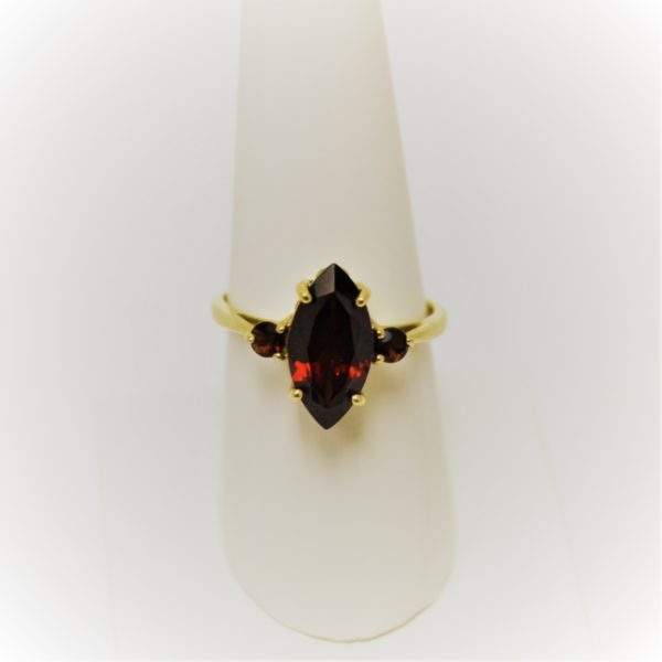 14K Yellow Gold Garnet Estate Ring